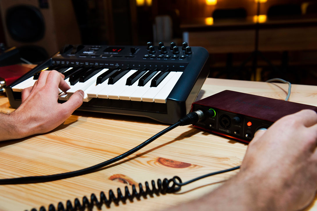 Clavier MIDI Oxygen + Carte son Focusrite 212i